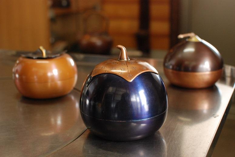 かわいらしい銅製インテリア小物を生み出す、へら絞り技術