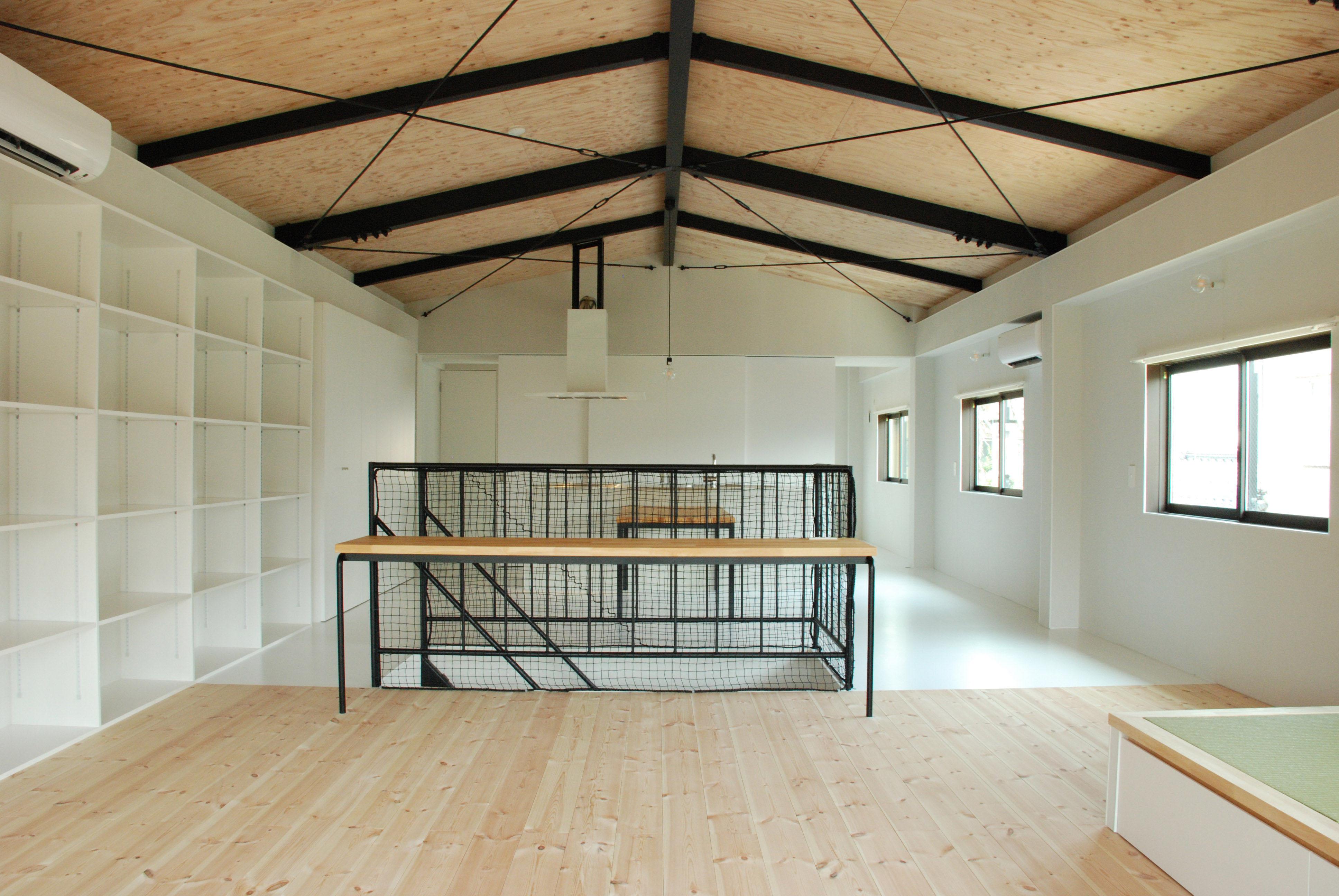三条市の鉄骨造の倉庫が住宅に変身